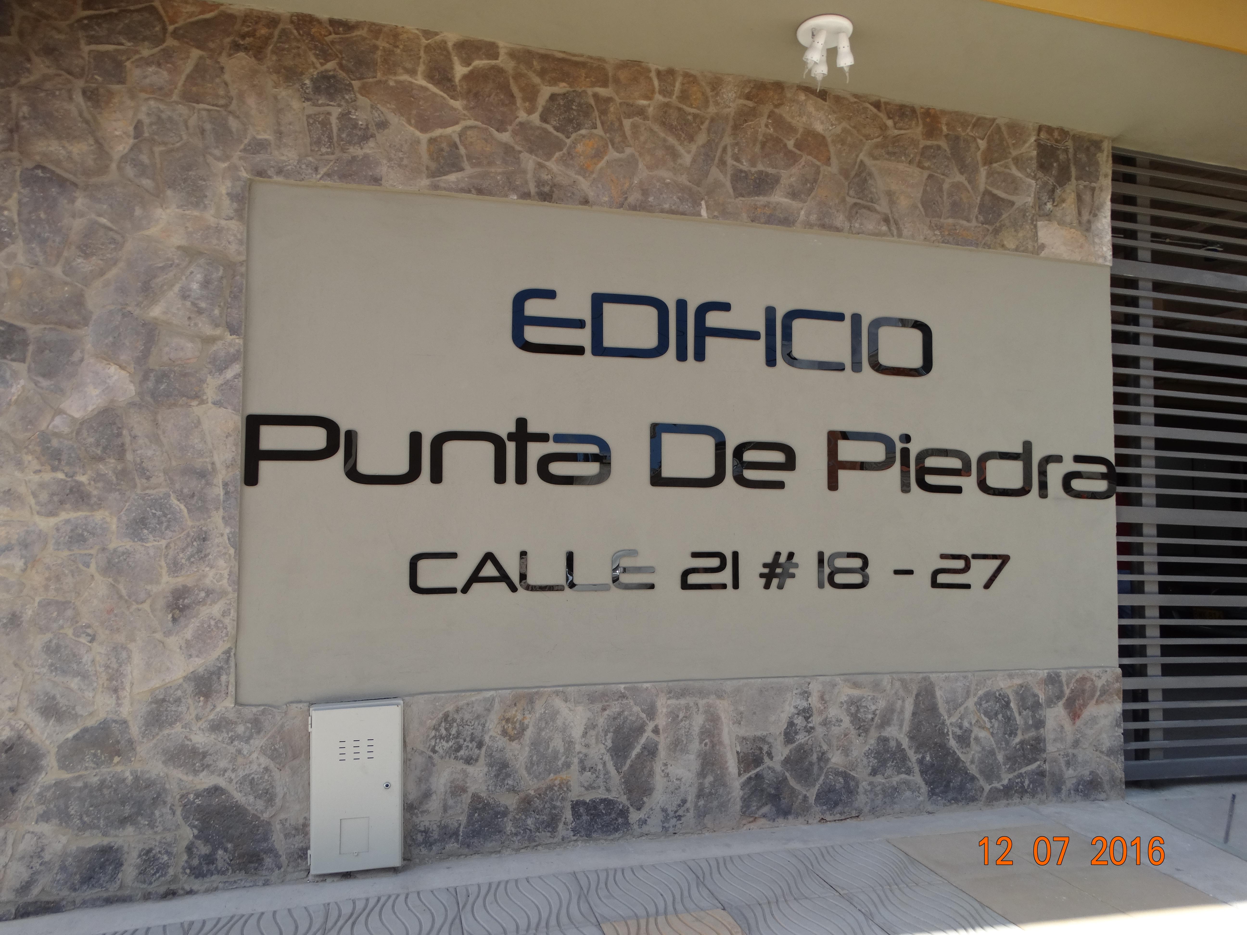 Edificio Punta de Piedra Fachada Nombre.